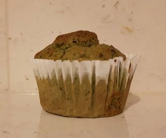 Spinach muffin with yogurt