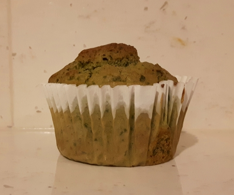 Spinach muffin with yogurt